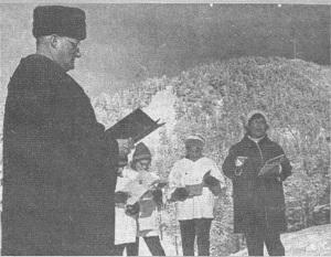 Rev. Douglas Brayton presiding on Easter 1965